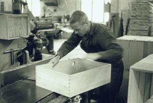 Karl-Erik Gustafsson finputsar kanter 1965