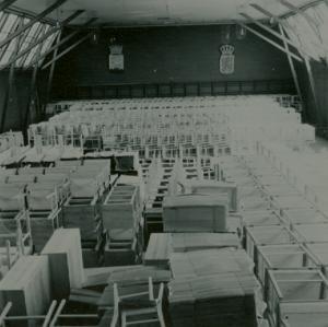 Lagring av möbler i Tennishallen (2)