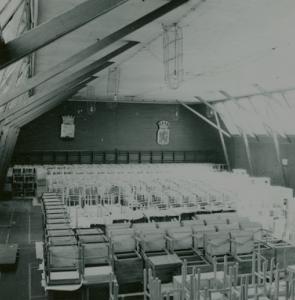 Lagring av möbler i tennishallen (3)