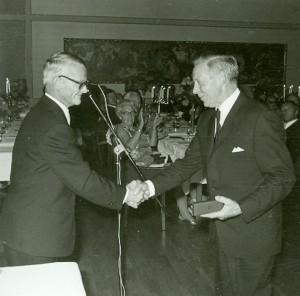 """Allan Carlsson """"Eldare"""" mottar sin utmärkelse"""
